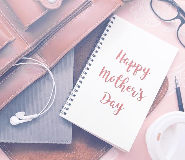 Preventivo ispiratore motivante happy mother's day su notebook con filtro vintage