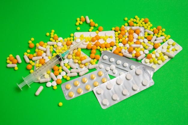 Prevenzione, cura dell'influenza, coronavirus, pillole, capsule, compresse