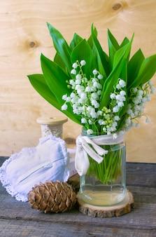 Primavera di fiori mughetto