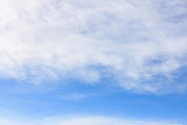 Primavera estate sfondo. bellezza in natura di cielo blu