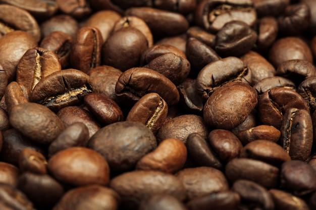 Primo piano arrostito dei chicchi di caffè