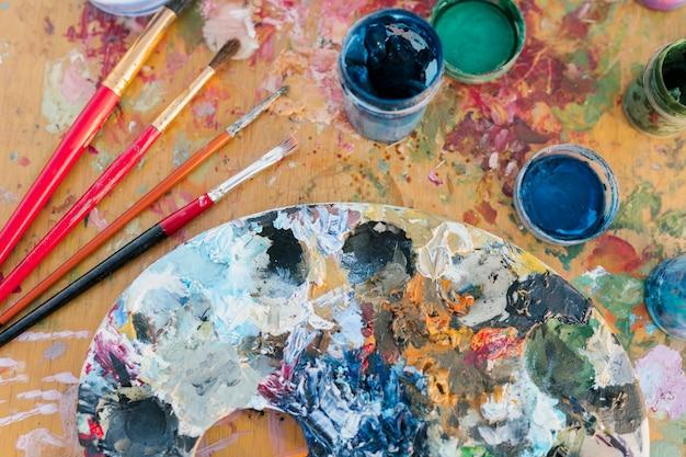 Primo piano artistico di concetto della pittura