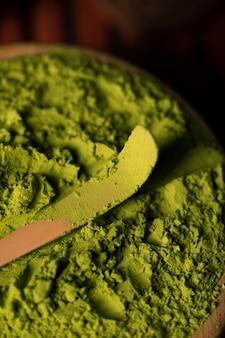 Primo piano asiatico verde di matcha del tè
