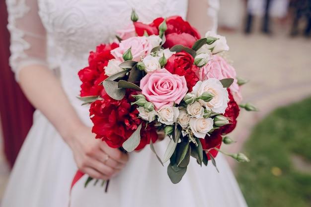 Primo piano colorato bouquet di nozze