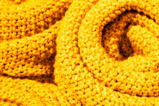 Primo piano d'avanguardia del tessuto a maglia di lana di colore giallo ceylon, struttura, fondo