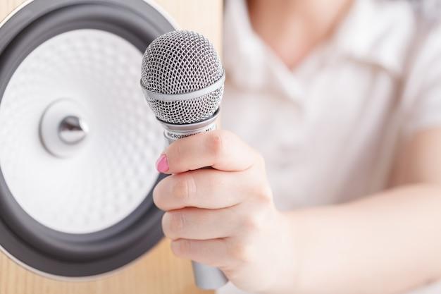 Primo piano degli altoparlanti audio