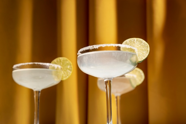 Primo piano dei cocktail di una margarita con l'orlo salato