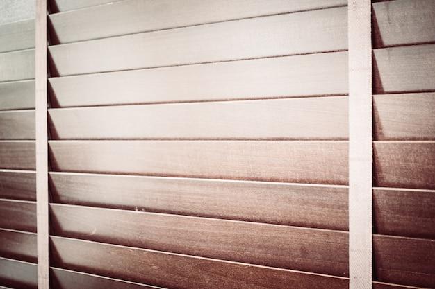 Primo piano del cieco decorativi di legno