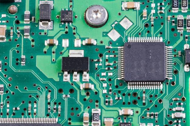 Primo piano del circuito elettronico con processore