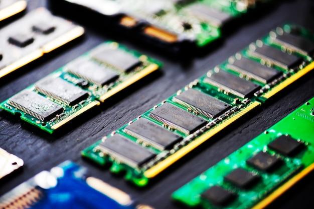 Primo piano del mainboard dei microprocessori delle componenti di computer di elettronica