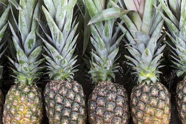 Primo piano del mazzo di ananas