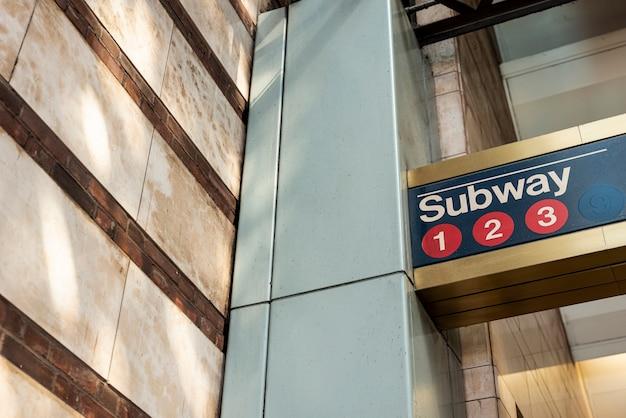 Primo piano del segno della metropolitana