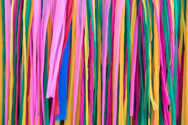 Primo piano del tessuto colorato in stile tradizionale tailandese.