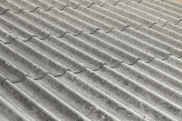 Primo piano del tetto di amianto