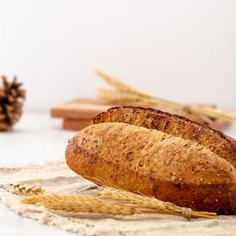 Primo piano delizioso bianco del pane al forno