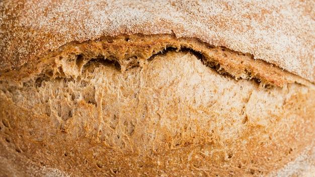 Primo piano delizioso di estremo del pane cotto