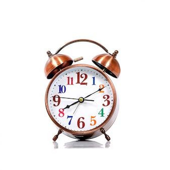 Primo piano dell'allarme dell'orologio isolato