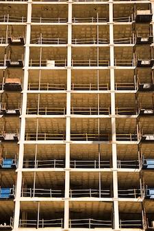 Primo piano dell'edificio sotto la costruzione