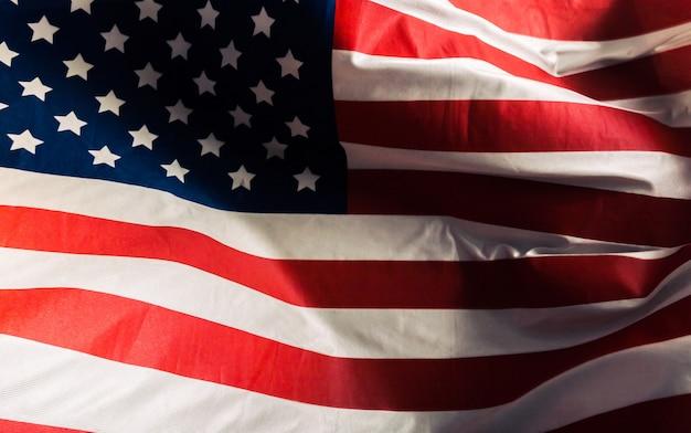 Primo piano della bandiera americana increspata