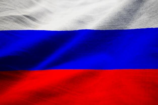 Primo piano della bandiera arruffata della russia, bandiera della russia che soffia in vento
