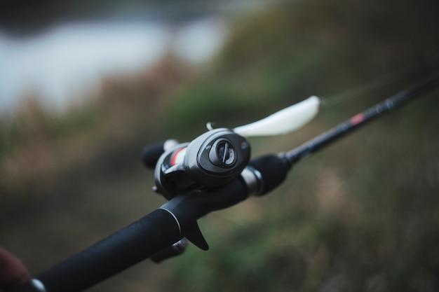 Primo piano della bobina di filatura per pescare