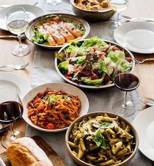 Primo piano della cena di cibo italiano