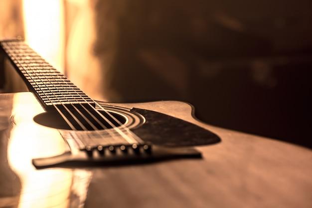 Primo piano della chitarra acustica