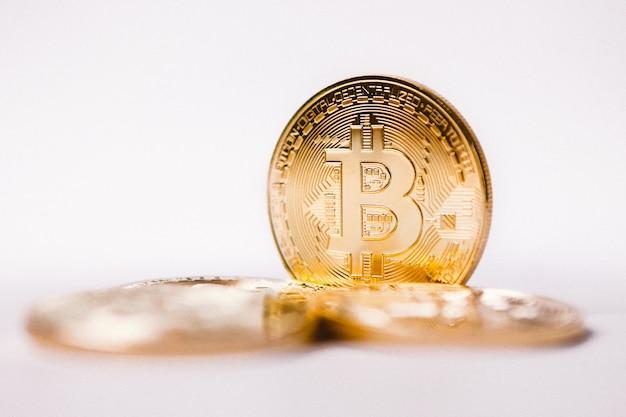 Primo piano della moneta bitcoin