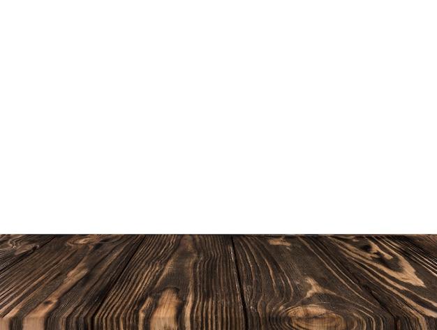 Primo piano della scrivania scura su sfondo bianco