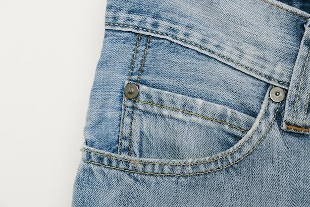 Primo piano della tasca della moneta del denim blu