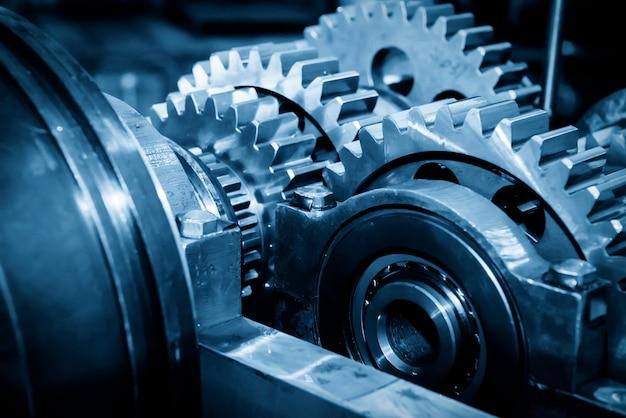 Primo piano delle ruote del metallo dell'ingranaggio