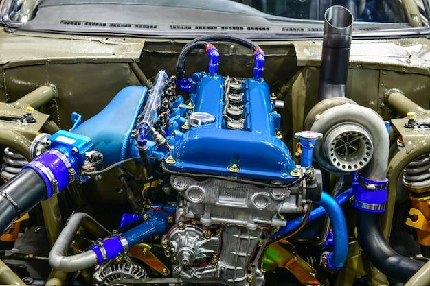 Primo piano dettagli del motore dell'auto. modifica del motore
