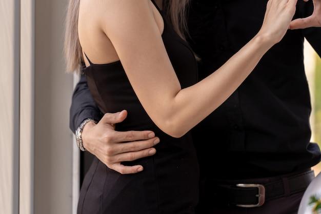 Primo piano di ballo di coppia
