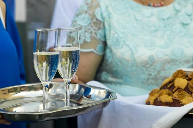 Primo piano di bicchieri di champagne