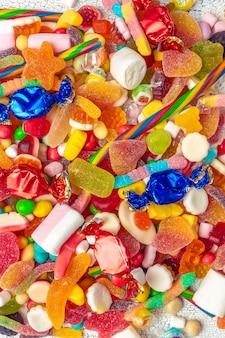 Primo piano di caramelle miste