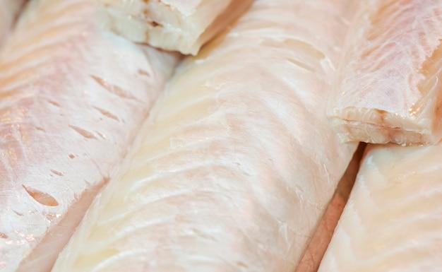 Primo piano di carne di pesce fresco