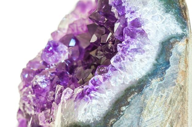 Primo piano di cristallo ametista