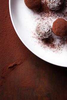 Primo piano di deliziosi cioccolatini