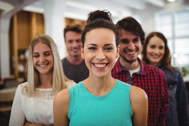 Primo piano di dirigenti aziendali in ufficio