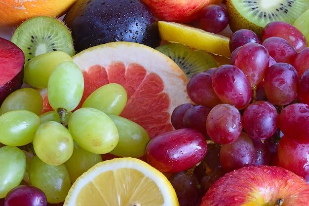 Primo piano di fette di frutta