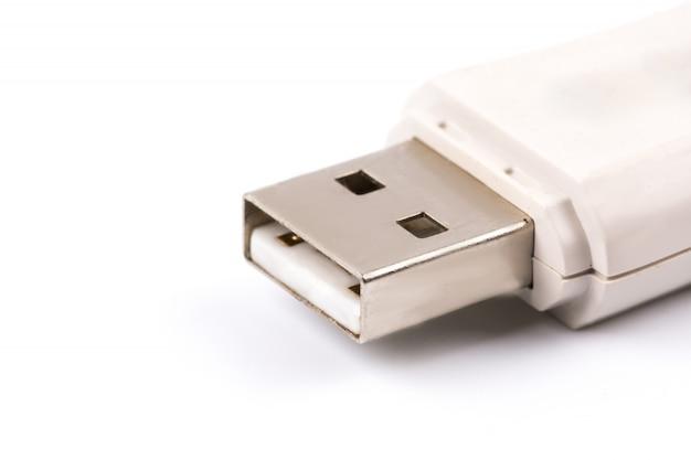 Primo piano di flash drive usb bianco