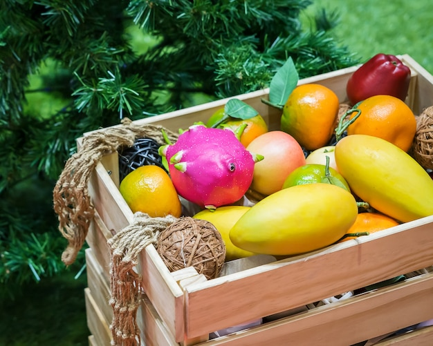 Primo piano di frutta mista.