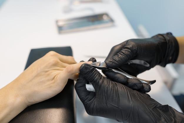 Primo piano di manicure professionale