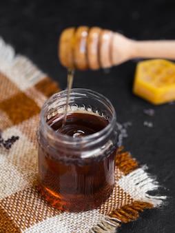 Primo piano di miele appiccicoso