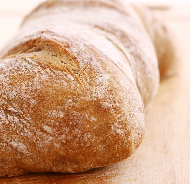 Primo piano di pane fresco