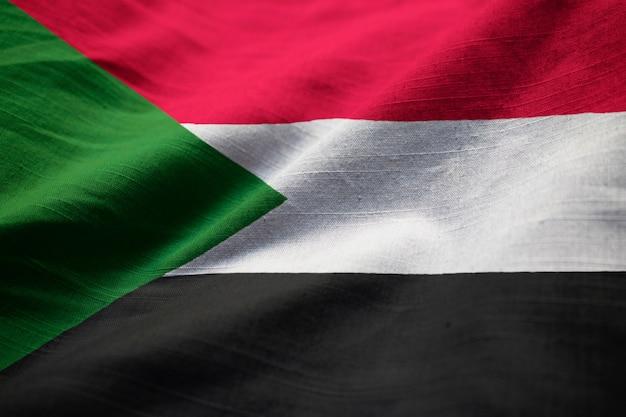 Primo piano di ruffled sudan flag, sudan flag blowing in wind