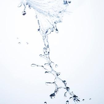 Primo piano di spruzzi di liquido trasparente