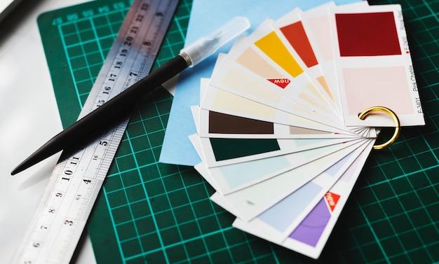 Primo piano di tavolozze di colori