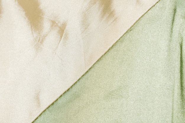 Primo piano di tessuto di seta pallido