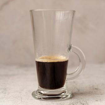 Primo piano di un bicchiere di caffè
